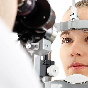 استشاري جراحة وطب عيون…