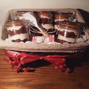 Redvelvet cake jar basket