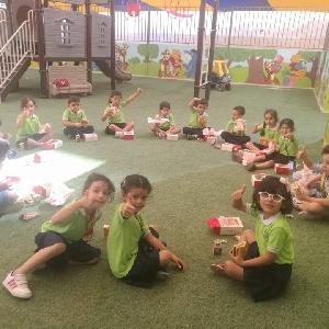 مدارس البيرقدار تقدم وجبات…
