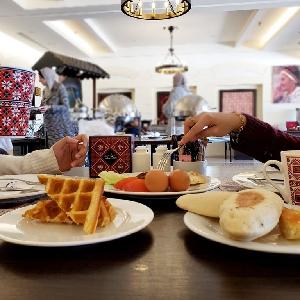 بوفيه فطور صباحي مع احلى…